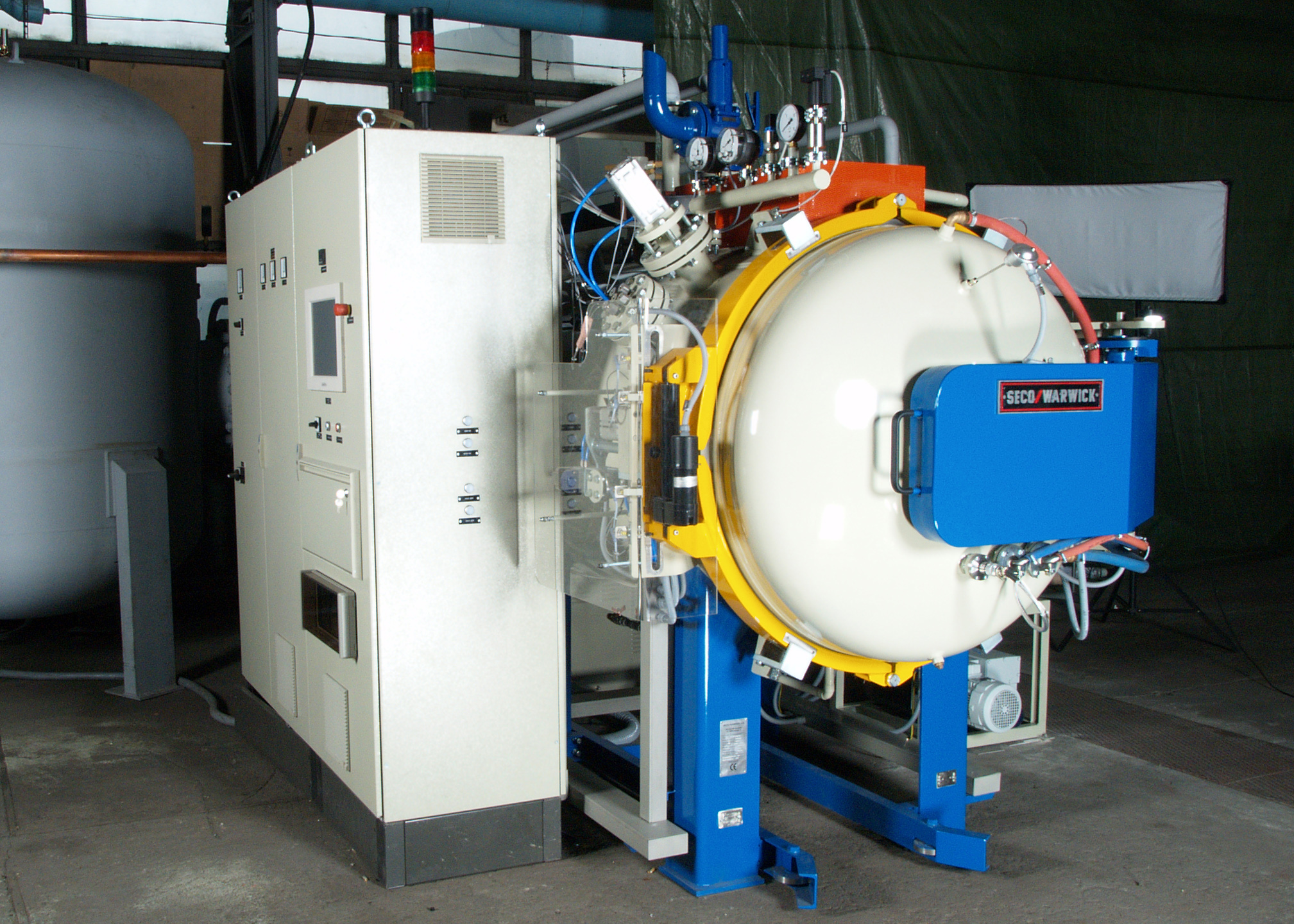 SECO/WARWICK commissions 12-bar vacuum furnace