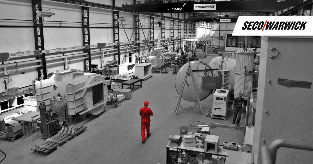 Inżynier na hali produkcyjnej Seco/Warwick